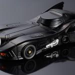 流線型のボディーがかっこいい!バットマンシリーズの中でも高い人気を誇るバットマンカーがスマホケースになって登場!