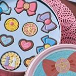 缶バッケージの限定版も!セーラームーンモチーフのクッキー風チャームが可愛い!